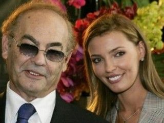 Александра Николаенко родила 76-летнему мужу второго ребенка