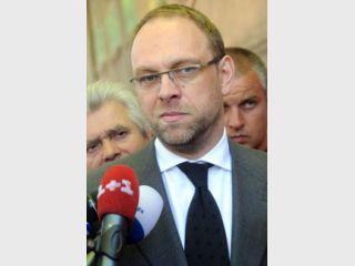 Власенко уверен, что Руслан Щербань не может быть свидетелем по делу отца